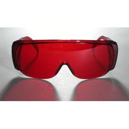 Czerwone okulary przeznaczone do obserwacji plamki lub linii lasera